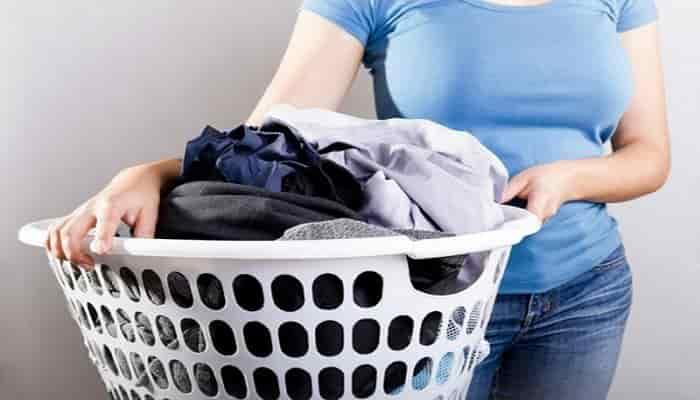 como lavar la ropa de poliester
