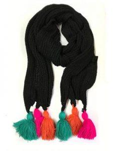 bufanda con pompones o borlas